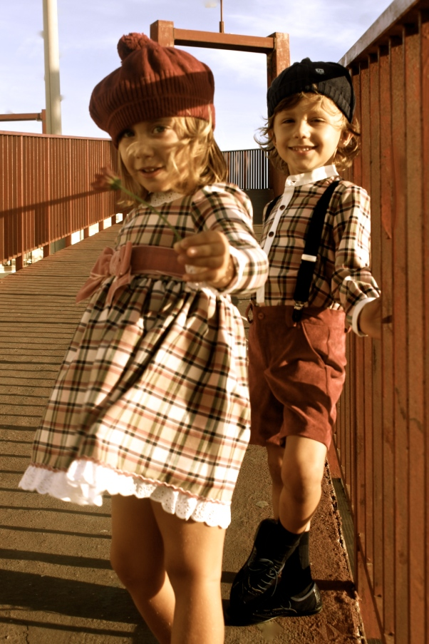 dos modelos moda infantil para queques