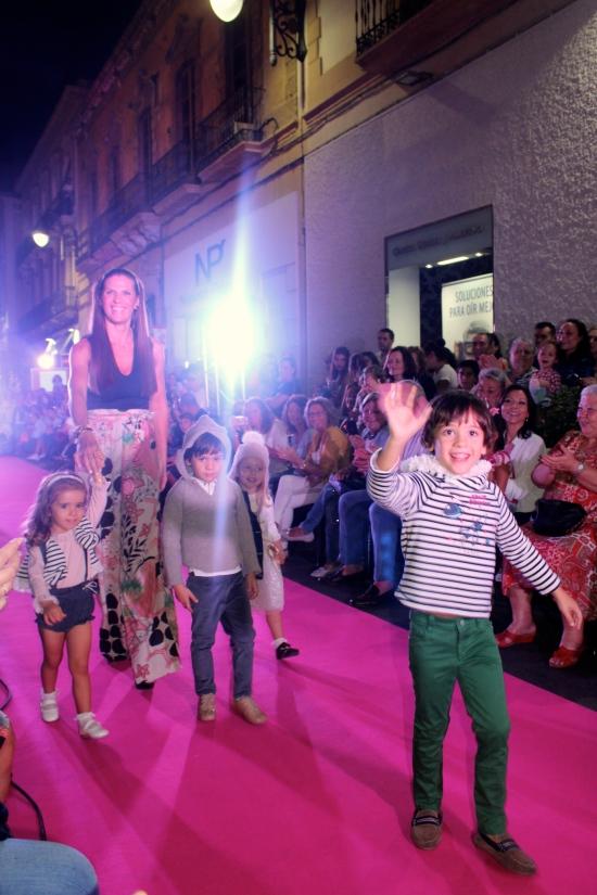familia de modelos niños y niñas moda