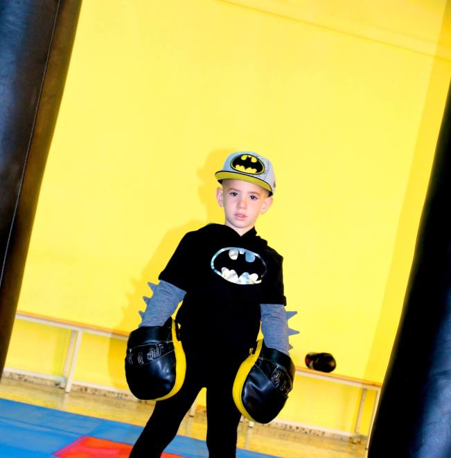 BATMAN SUPERHEROE CON KINDS BOXING
