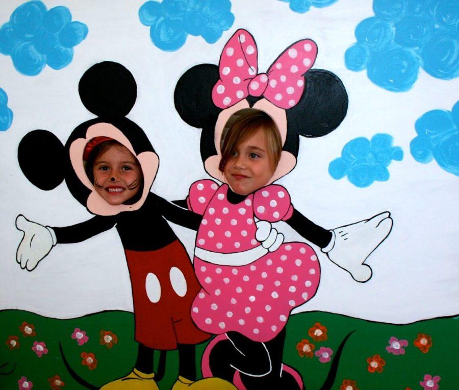 con mi hermanita en mini mouse fiesta de cumple