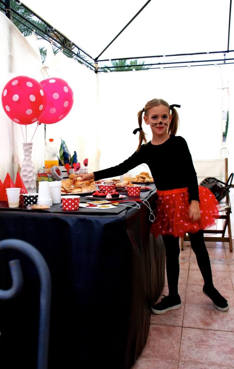 cumpleaños mini infantil en rojo y negro