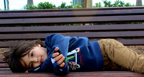 moda infantil niño con ropa urban