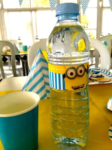 fiesta botella de agua minions