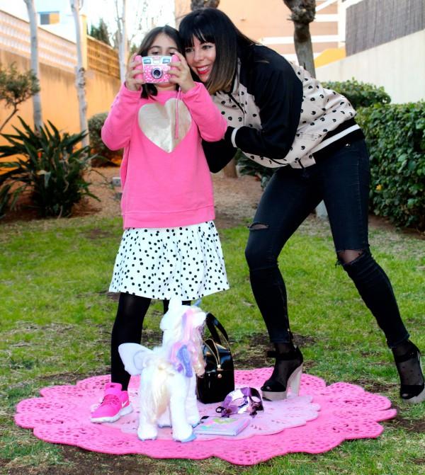 moda infantil con mamá a la ultima