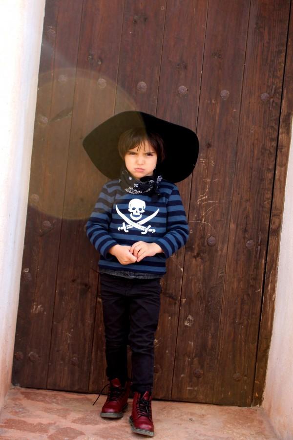 LOOK CASUAL CON CAMISETA DE rayas moda infantil