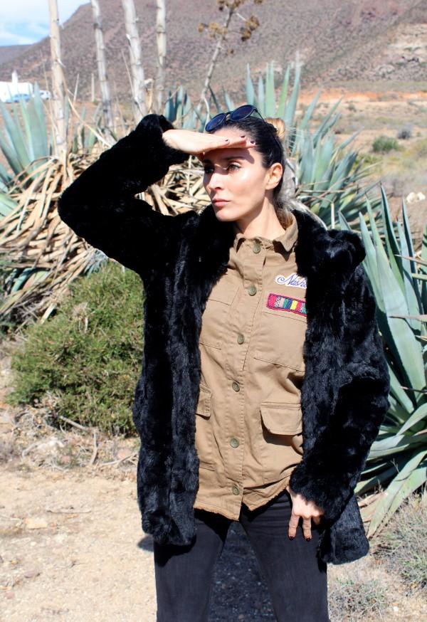 moda infantil con mamá trendy y un look verde militar
