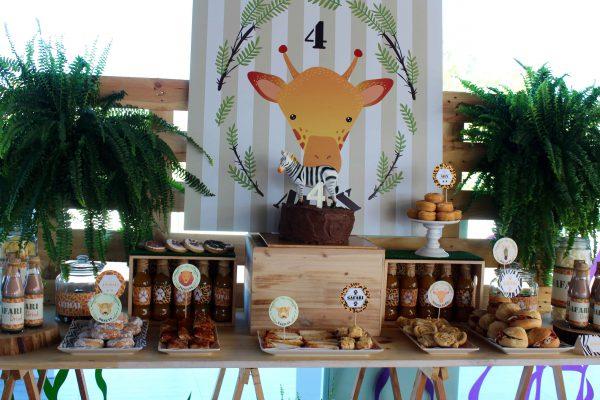 mesa con atrezzo safari muy trendy moda infantil almeria 2016