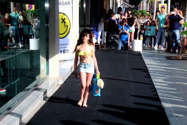 colección baño benetton niños moda infantil almería desfile