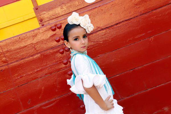moda flamenca traje blanco y turquesa 2016
