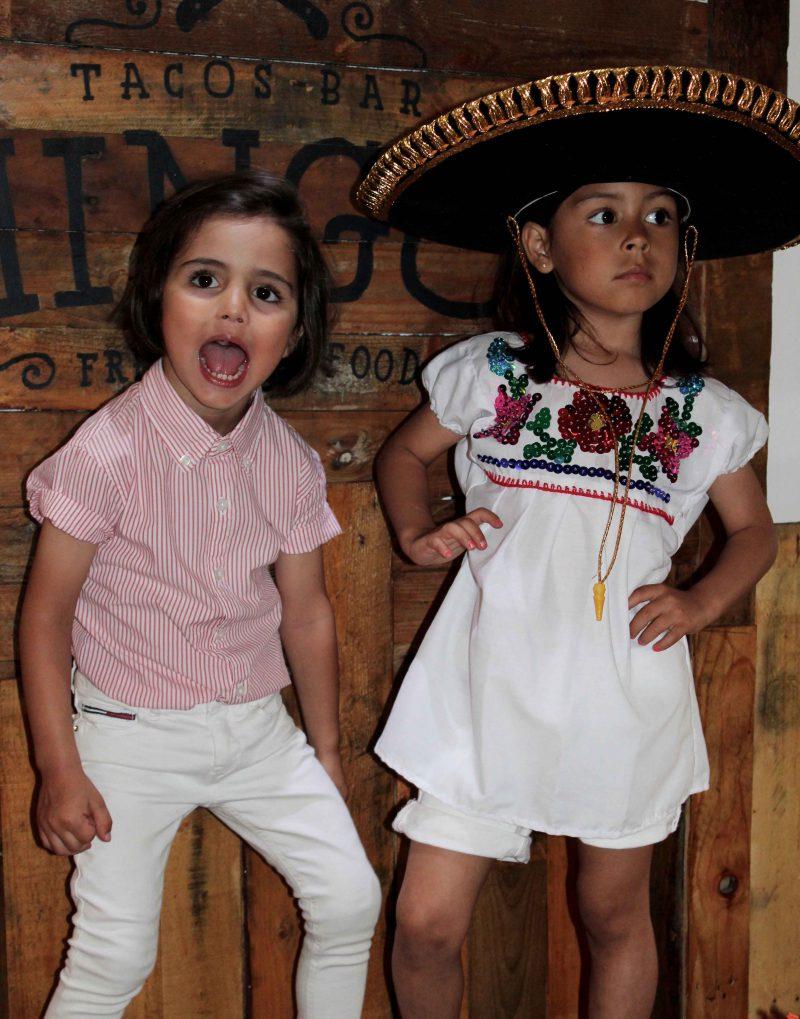 camisa blanca artesanal con tachuellitas mejicanas auténticas moda infantil almería