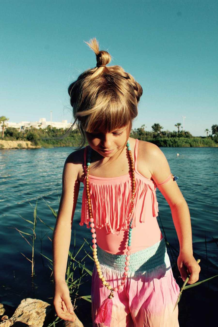 wacamono y melé beach son las marcas de las prendas de nuestra mini modelo moda infantil almería
