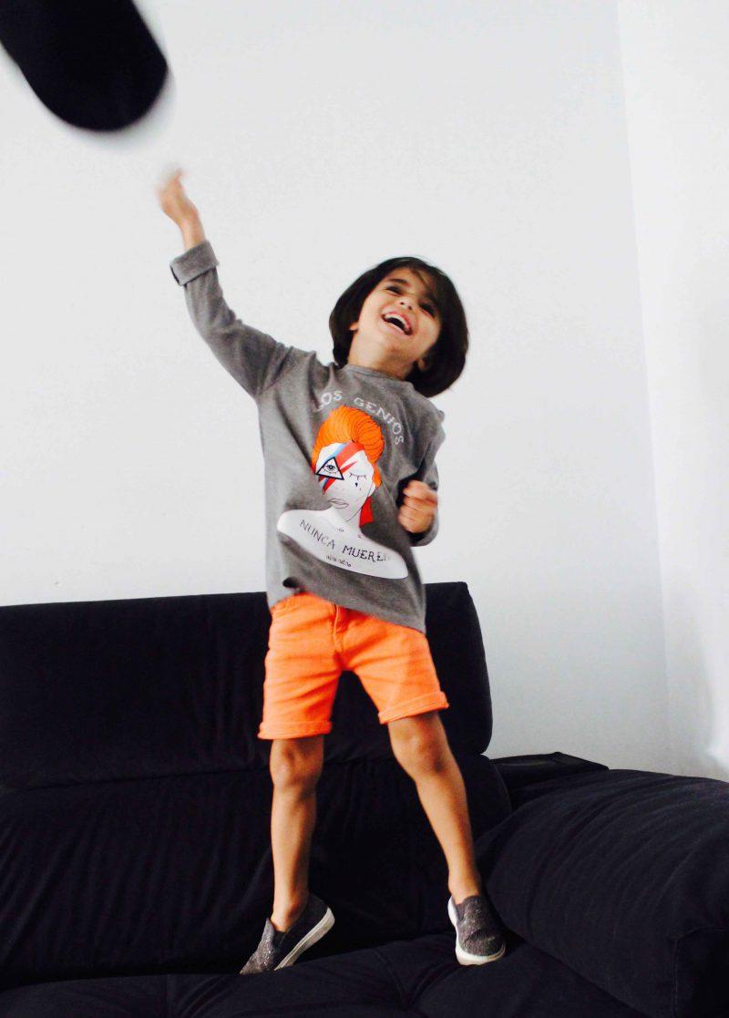 camiseta y pantalón moda infantil niño david bowie gris