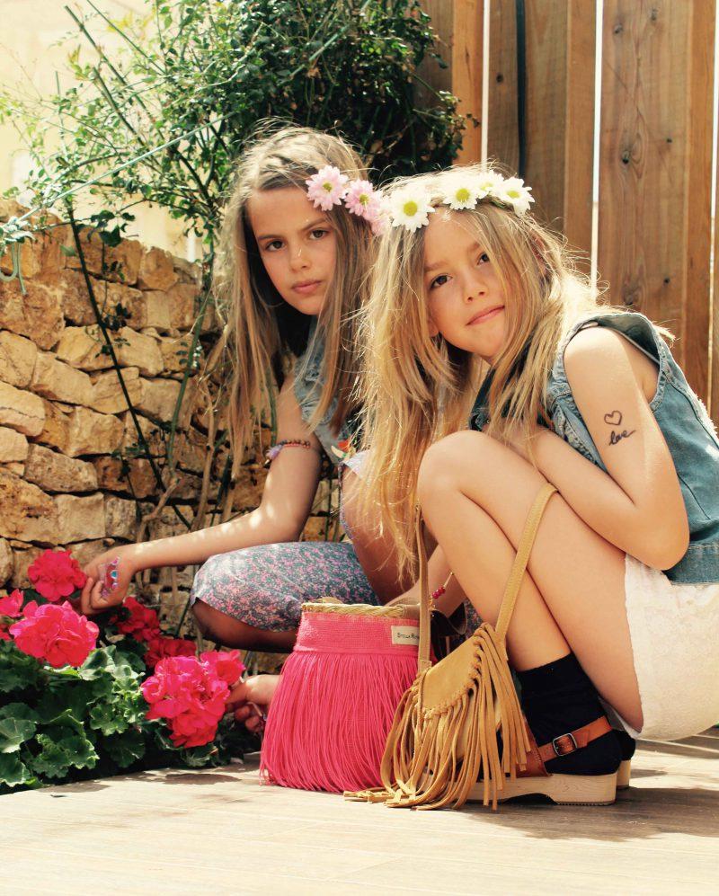 hippies con arte y estilo posan así de bien nuestras mini modelos fashionistas moda infantil almeria