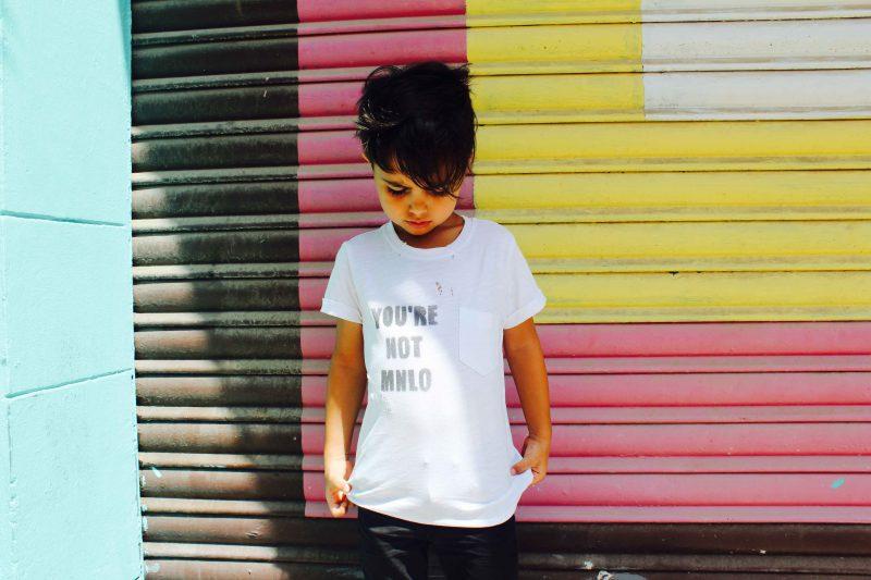 mini modelo con su camiseta personalizada para ser un auténtico mini me con pinneapplestyle