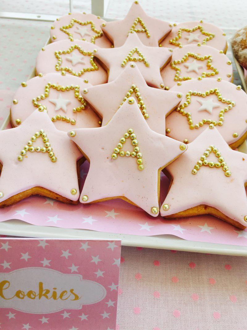 cookies de estrellas en rosa y dorado