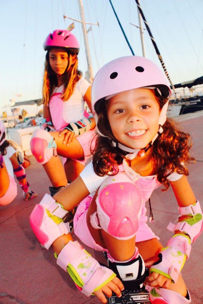 un día de patines divertido con mis primas y las tres mismos looks moda infantil