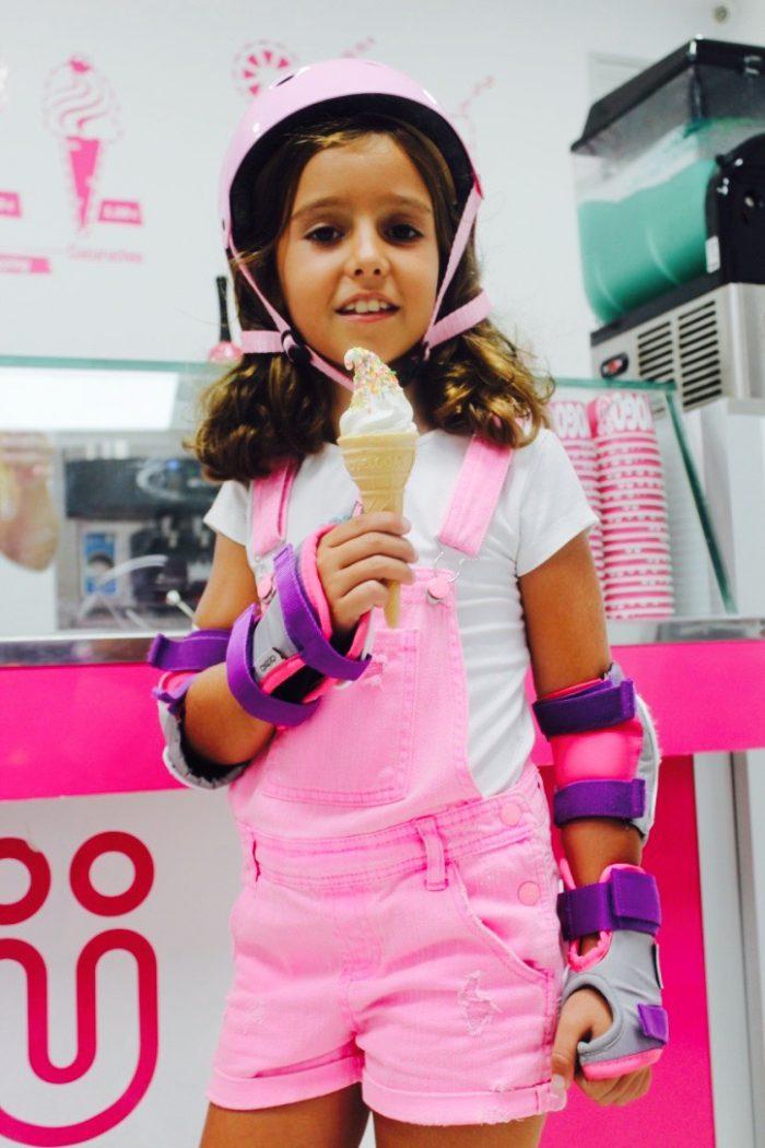 con mi helado y mi peto rosa moda infantil