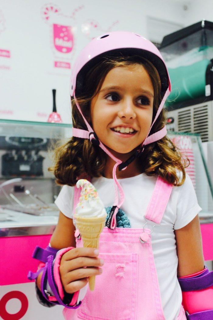 patinaje muy completo moda infantil almería con looks vaqueros rosas