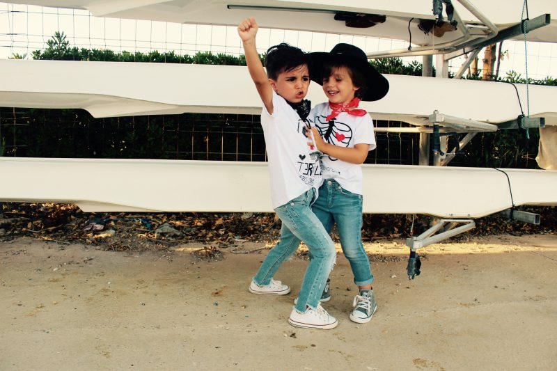 moda infantil almería presenta hoy looks muy casual con aire retro
