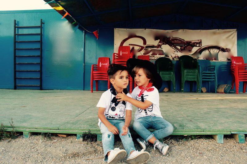 la moda de los niños nos impresiona más aun con las camisetas de aire retro moda infantil