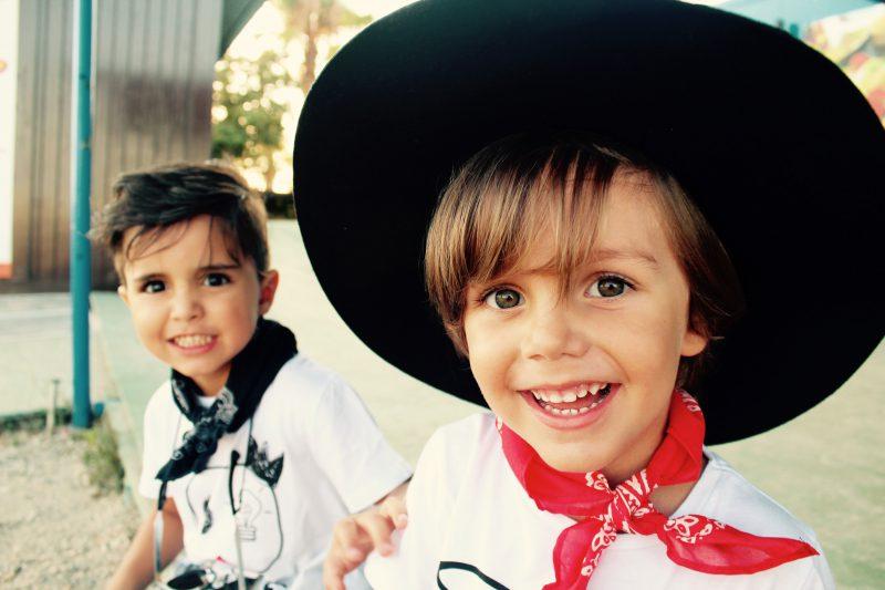 camisetas de aire retro muy trendy para niños moda infantil almería para este otoño
