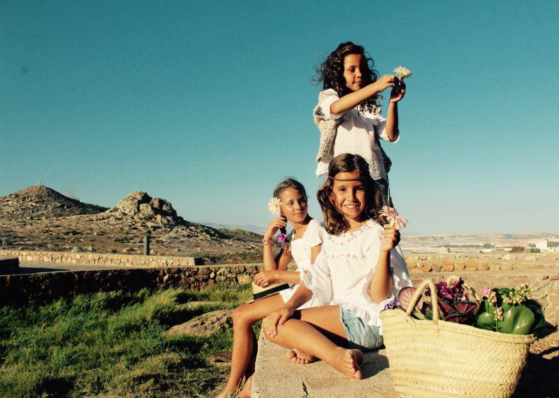 tres mini modelos moda infantil boho