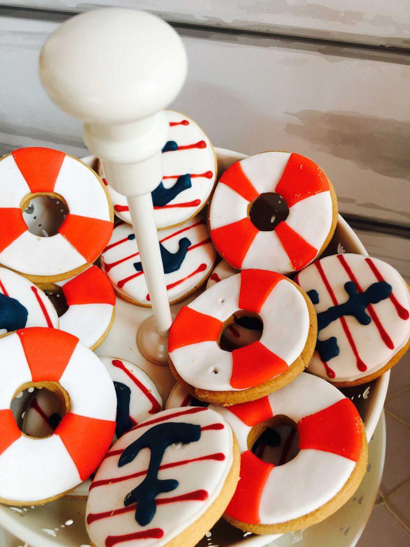 galletas salvavidas para mesa dulce moda infantil en rojo y azul