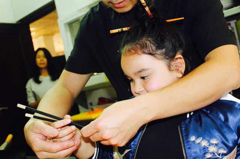 bomber reversible con detalles de la china para niñas moda infantil
